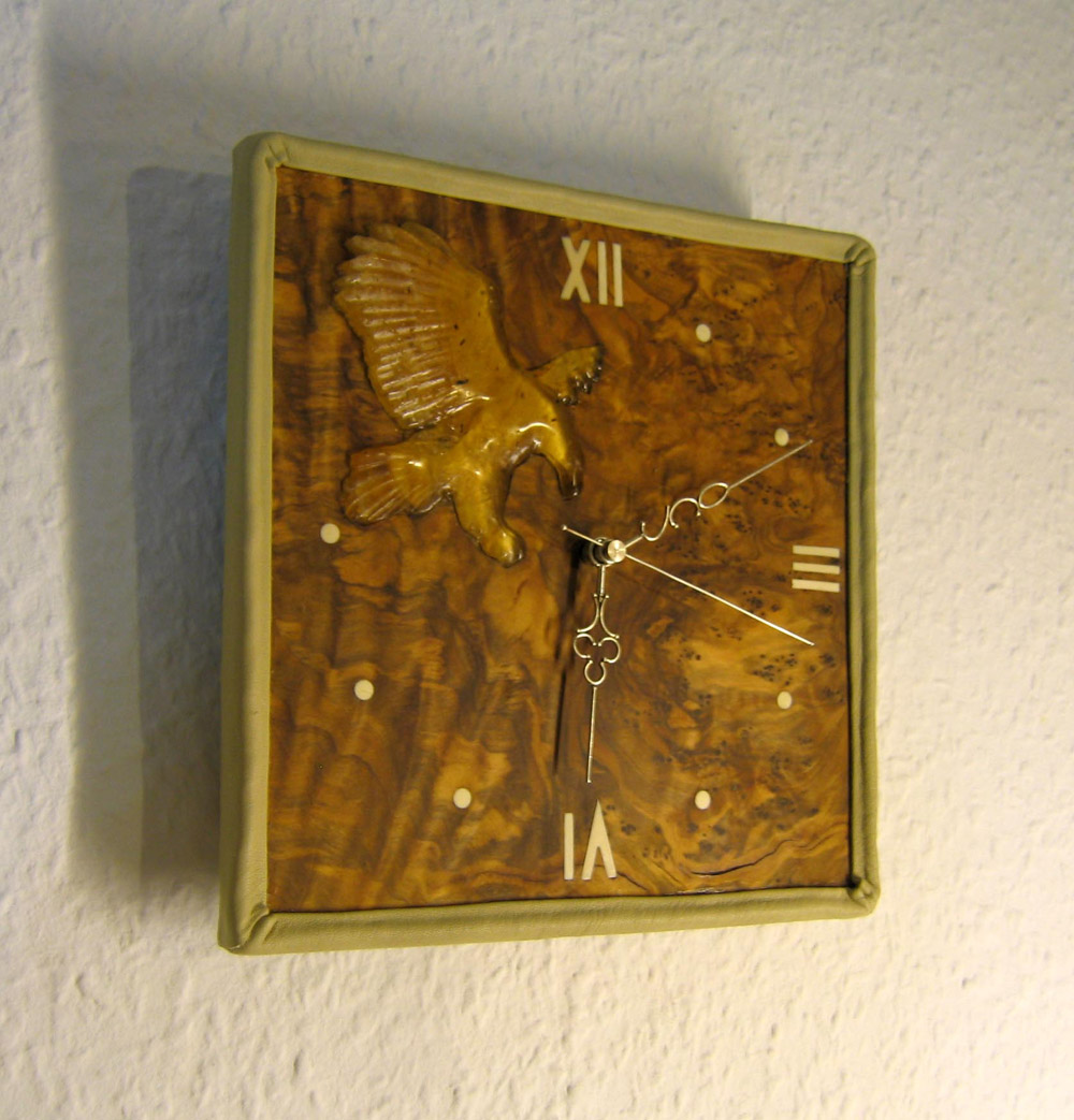 Wall clock The eagle catches time