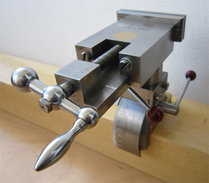 The rotation around the vise axis is all 360°